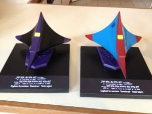 Skywarp and Thundercracker sitting on their Decepticon bases.